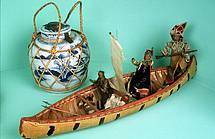 Maquette de bateau et vase chinois
